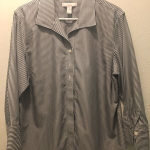 Chico's Size 3 Gray Buttoned Top